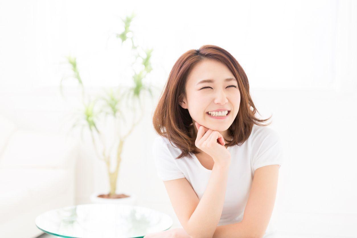 """外国人 無表情は恋愛の敵?愛らしい女性になるための""""笑顔"""""""
