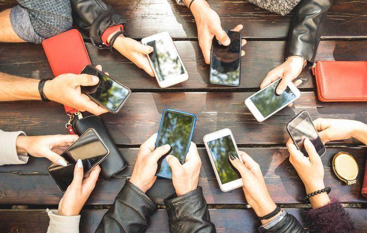 マッチングアプリ 趣味友達ご飯友達を作りたい!マッチングアプリは友達探しに使っていいの?