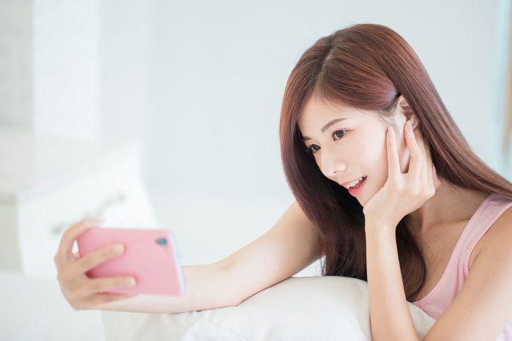 マッチングアプリ 女性の自撮り写真って良いの?悪いの?