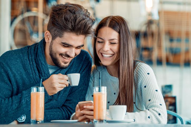 マッチングアプリ マッチングアプリで女性からデート会うのを誘うのはあり?男性の反応はどう?