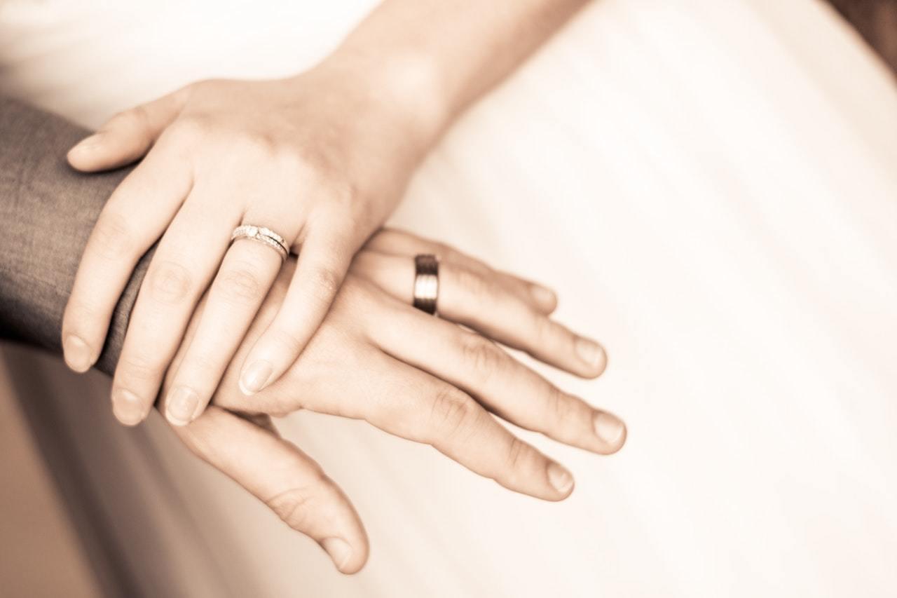 結婚相談所と婚活パーティーを徹底比較!婚活におすすめなのはどっち?