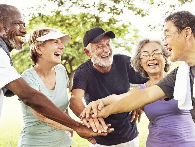 婚活パーティー シニア世代の中高年は積極的