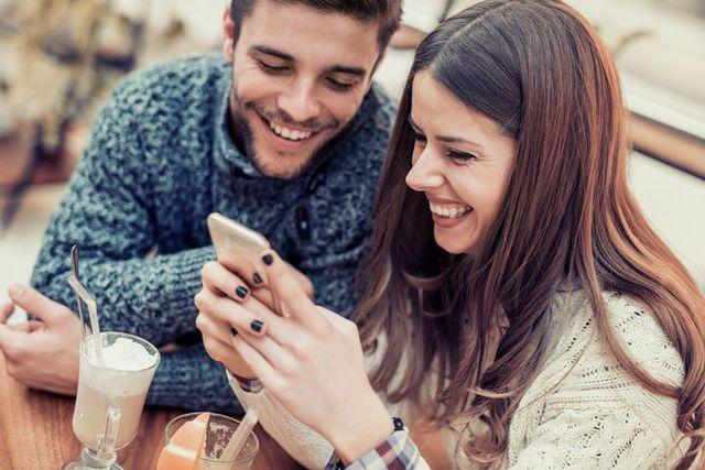 婚活のコツ カップルになったらまずは連絡先交換