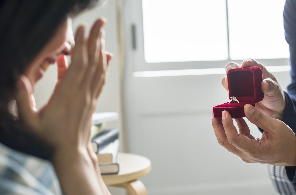 婚活恋活アプリ 指輪はサプライズで渡したほうが良い?