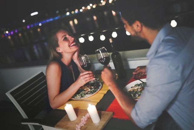 男性向け 1回目のデートは自分から誘ってみて!
